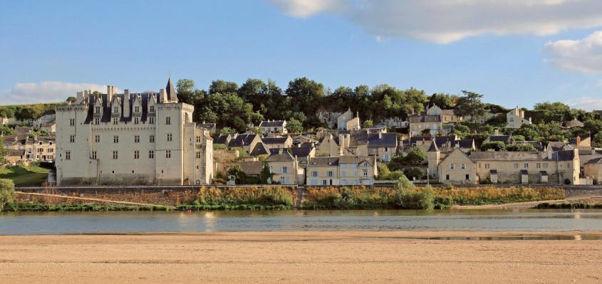 Vue sur le village de Montsoreau et son château