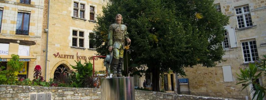Place Pelissière et statue de Cyrano de Bergerac